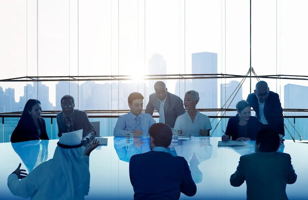 Gens d'affaires réunion cityscape concept d'équipe Photo Premium