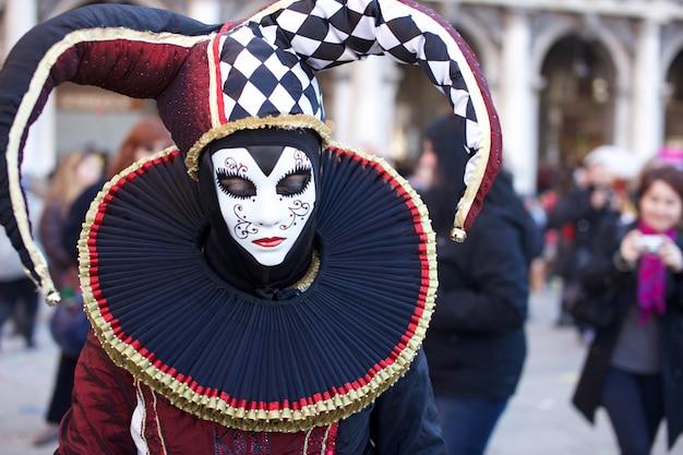 Gens En Costume Au Carnaval De Venise Photo Premium