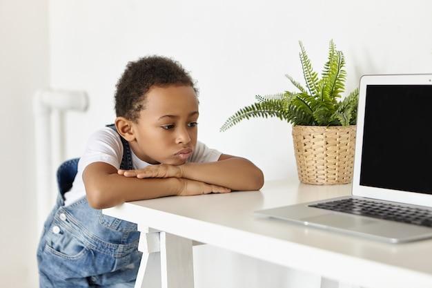 Les Gens, L'enfance, La Technologie Et Les Gadgets électroniques Modernes. Photo gratuit