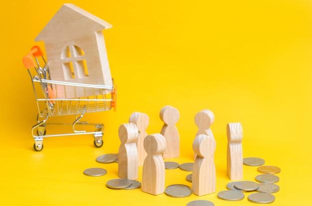 Les gens, la maison et un panier d'un supermarché. vente aux enchères, ventes publiques Photo Premium