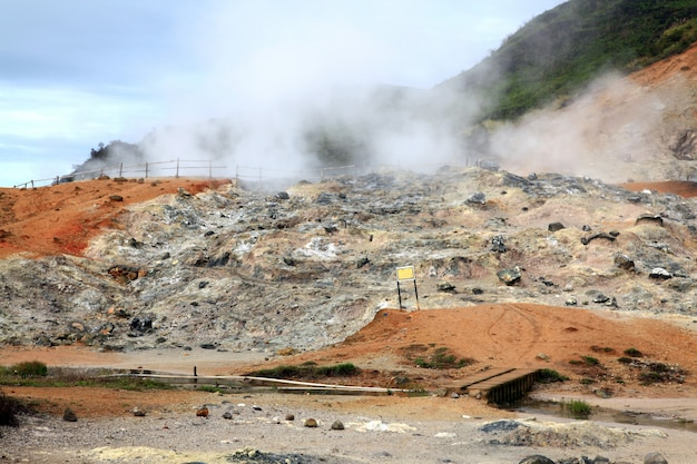 Geyser plateau dieng indonésie Photo Premium