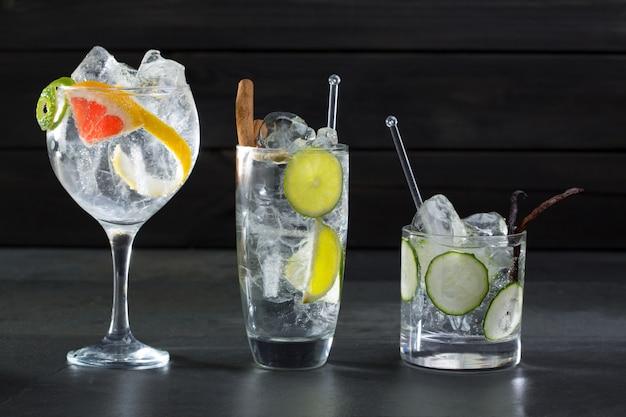 Gin tonic cocktails au concombre de lima et au pamplemousse Photo Premium
