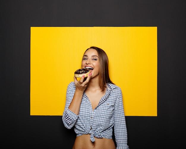 Girl, Manger, Beignet, Chocolat, Glaçage Photo gratuit