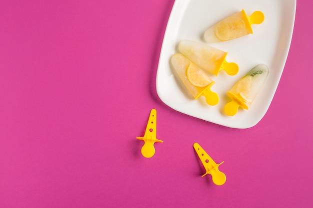 Glace au citron vue de dessus Photo gratuit
