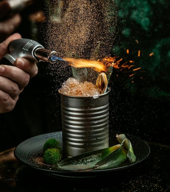 Glace Flambée Sur La Table Photo gratuit