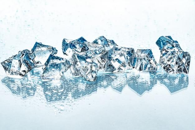 Glaçons Sur Bleu Photo Premium