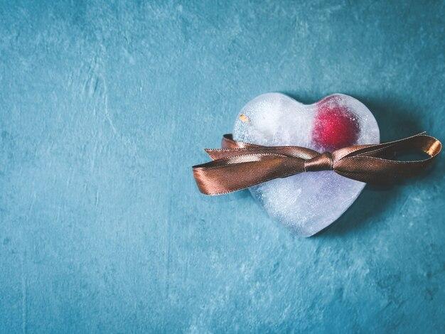 Glaçons glacés en forme de coeur Photo Premium