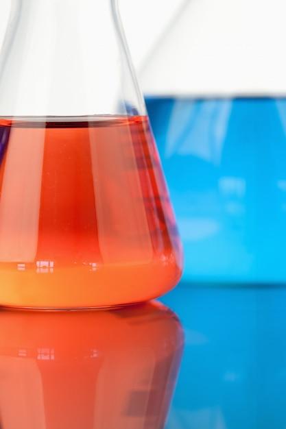 Gobelets bleus et rouges Photo Premium
