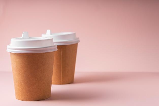 Gobelets En Papier Pour Boissons Chaudes Café Et Thé, Avec Couvercle En Plastique, à Emporter. Photo Premium