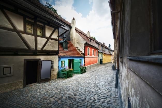 Golden street à prague, en tchèque, en europe. Photo gratuit