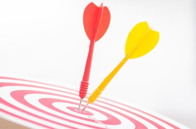 Goupille de cible cible sur le concept de marketing de centre de cible de 10 points. Photo Premium