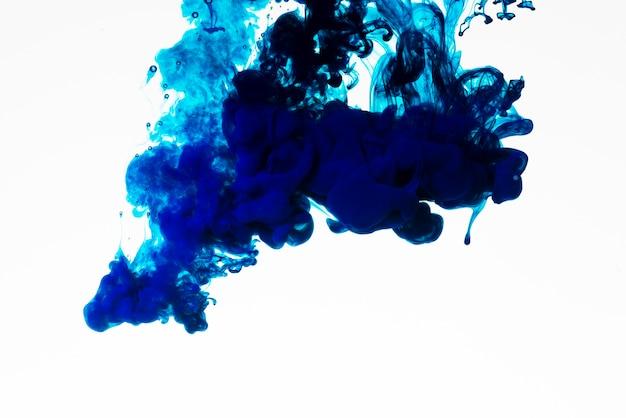 Goutte d'encre riche en couleur bleue Photo gratuit