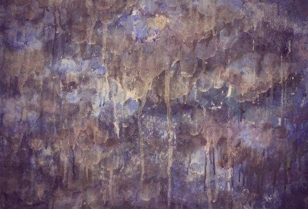 Gouttes de couleur mauve lilas drainent la texture de fond peint Photo Premium