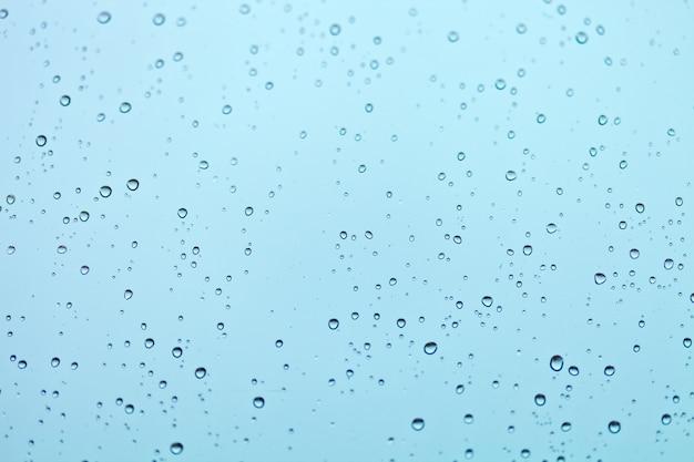 Gouttes d'eau sur la fenêtre Photo Premium