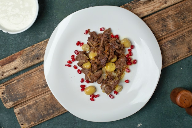 Govurma viande aux marrons et graines Photo gratuit