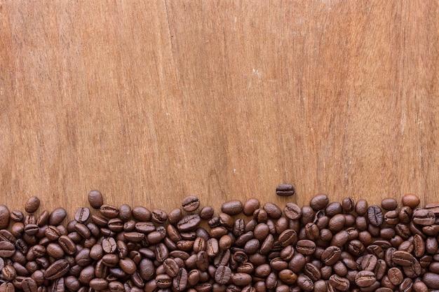 Grain de café sur bois Photo Premium