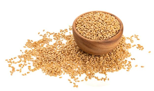Grains de blé isolés on white Photo Premium