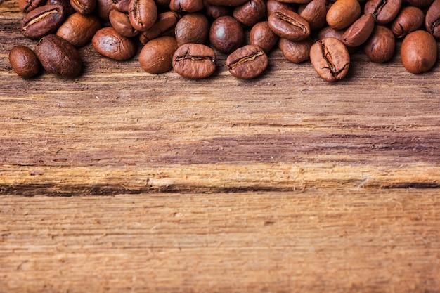 Grains De Café Noir Sur Table En Bois, Photo gratuit