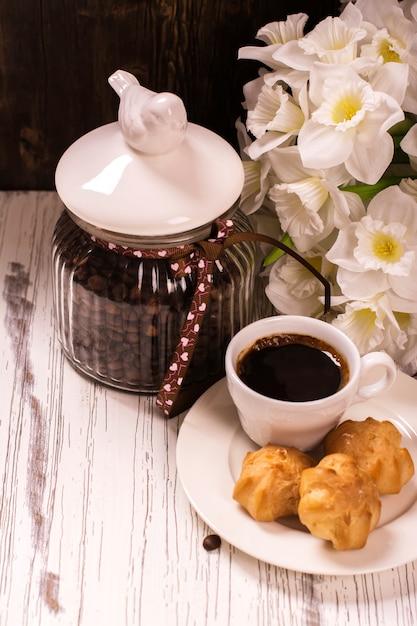 Grains de café en pot vintage Photo Premium