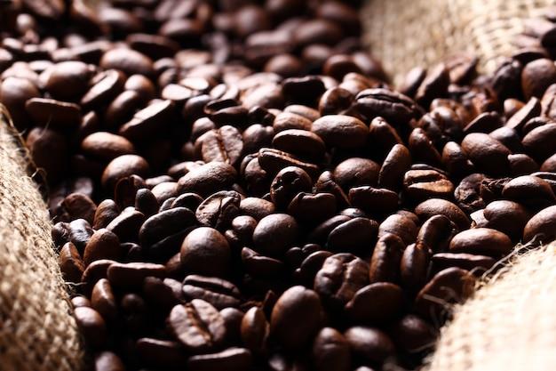 Grains De Café Sur Un Sac En Tissu Photo gratuit