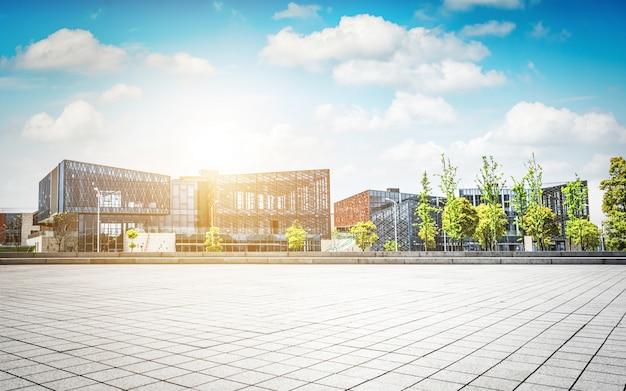 Grand Immeuble De Bureaux Moderne Photo gratuit