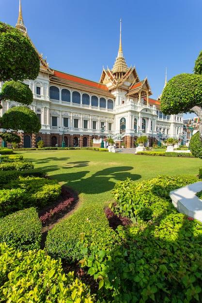 Grand palais, wat, pra, kaew, à, ciel bleu, bangkok, thaïlande Photo Premium