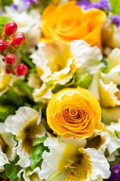 Grand Plan, De, Bouquet Fleur, à, Roses Jaunes, Et, Roses Blanches Photo Premium