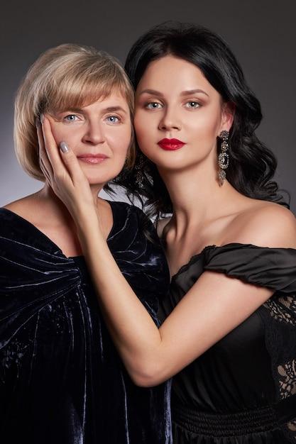 Grand Portrait De Famille Femmes, Grand-mère, Fille Photo Premium