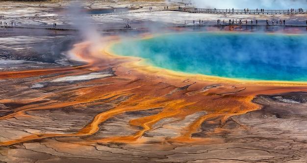 Le Grand Prismatic Spring Dans Le Parc National De Yellowstone Photo Premium