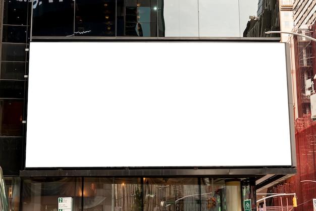 Grande maquette d'un immeuble de la ville Photo gratuit