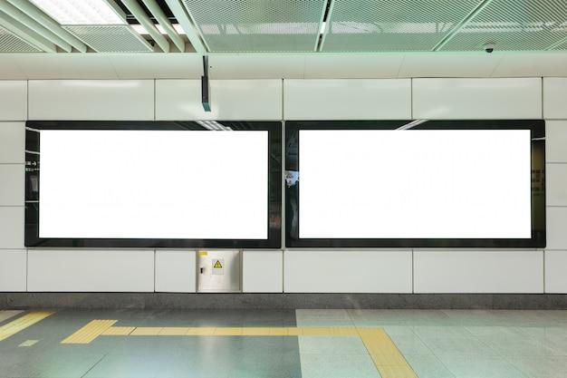 Grands Panneaux Publicitaires Blancs Vides Photo Premium