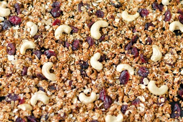 Granola Maison Aux Noix De Cajou Et Canneberges. Fond De Remplissage Photo Premium