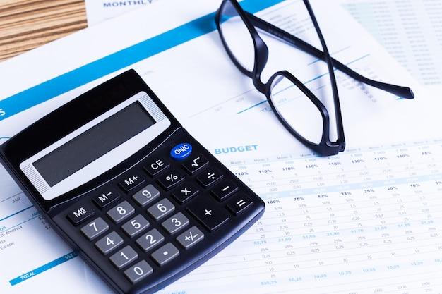 Graphes et calculatrice Photo Premium