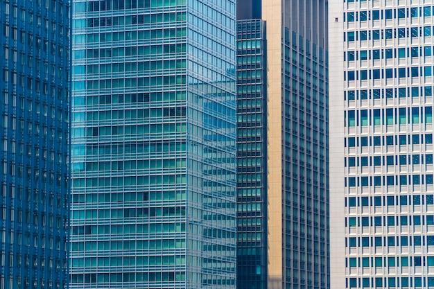 Gratte-ciel de bel immeuble d'architecture avec motif de verre de fenêtre Photo gratuit