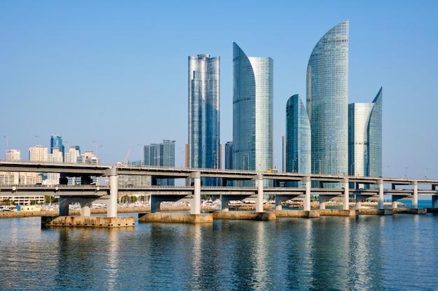 Gratte-ciel De Busan Et Pont De Gwangan, Corée Du Sud Photo Premium