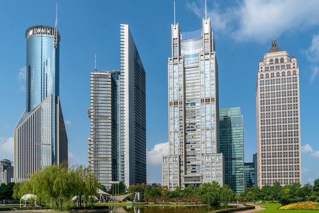 Gratte-ciel du quartier financier de lujiazui à shanghai Photo Premium