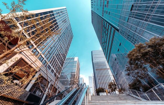 Gratte-ciel Et Escaliers Mécaniques Du Quartier Financier, Jinan, Chine. Photo Premium
