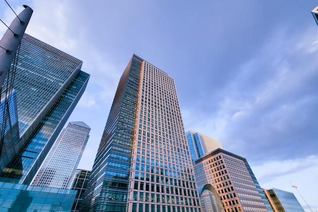 Gratte-ciel de l'immeuble de bureaux de londres Photo Premium