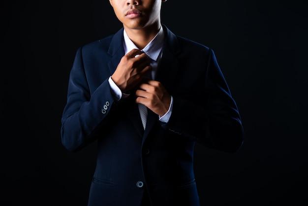 Gris jeune homme d'affaires beau Photo gratuit