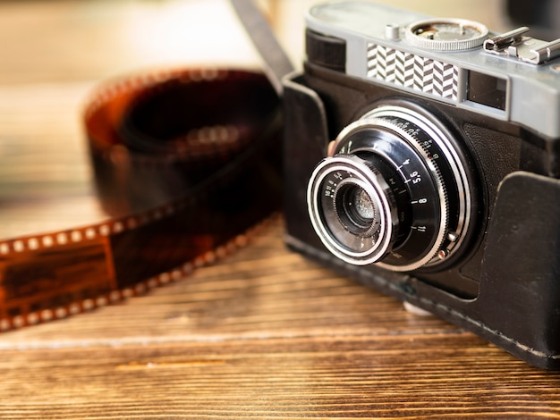 Gros Appareil Photo Rétro Avec Film Photo gratuit