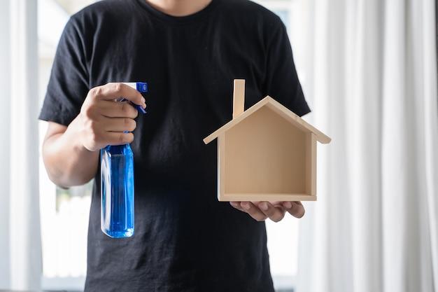Gros aspirateur homme nettoyant à la maison Photo Premium