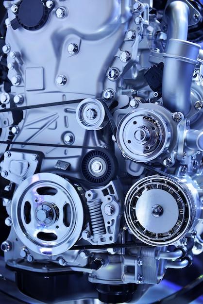 Gros moteur puissant d'une voiture dans le ton bleu Photo Premium