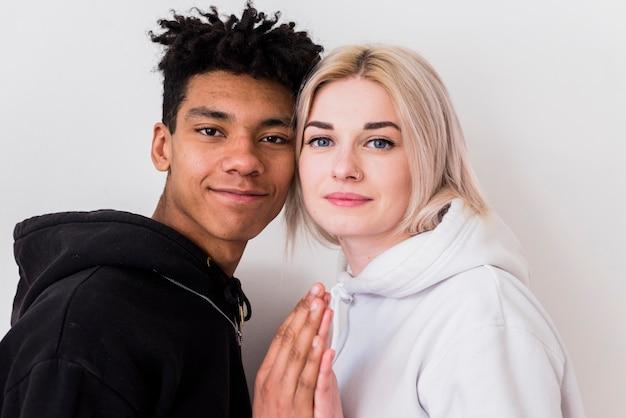Gros Plan, Aimer, Jeune Couple, Interracial, Regarder Caméra Photo gratuit