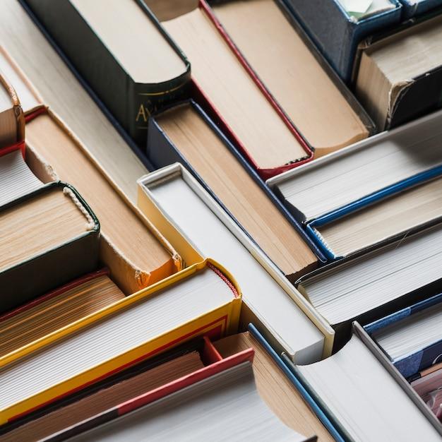 Gros plan assortiment de livres Photo gratuit