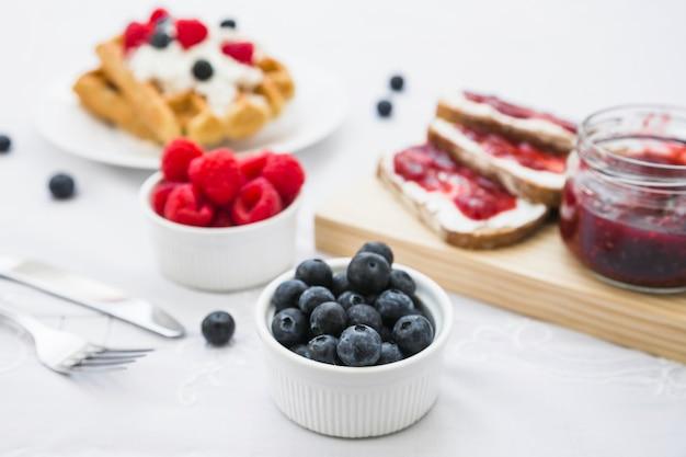 Gros plan, baie, fruits, pain, confiture Photo gratuit