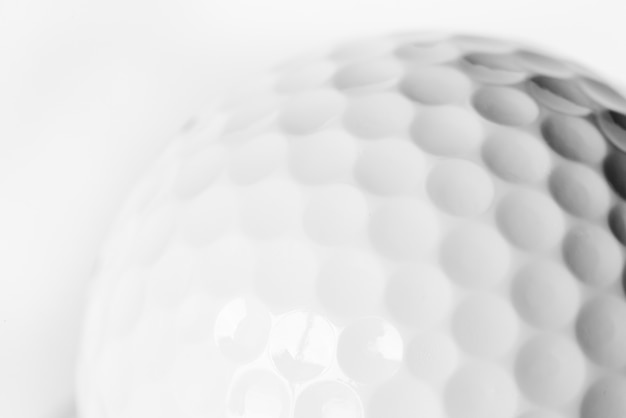 Gros plan d'une balle de golf Photo gratuit