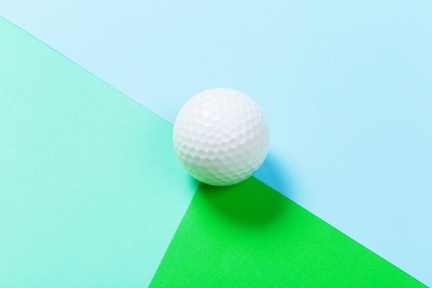 Gros plan d'une balle de golf Photo Premium