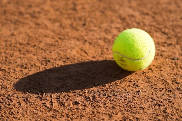 Gros plan, balle tennis, sol Photo gratuit