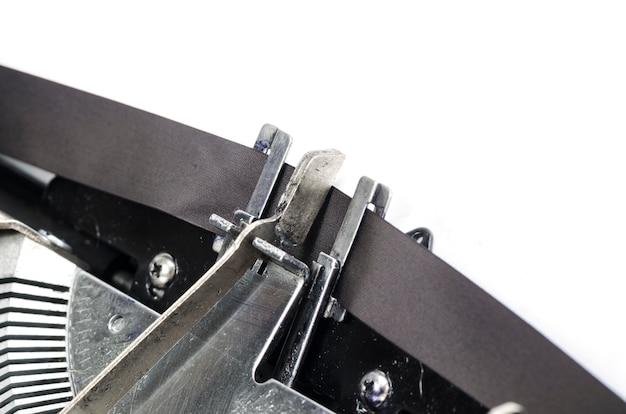 Gros plan sur les barres de type des machines à écrire antiques avec un accent sur le symbole, concept génial pour les blogs, le journalisme, les nouvelles ou les médias Photo Premium