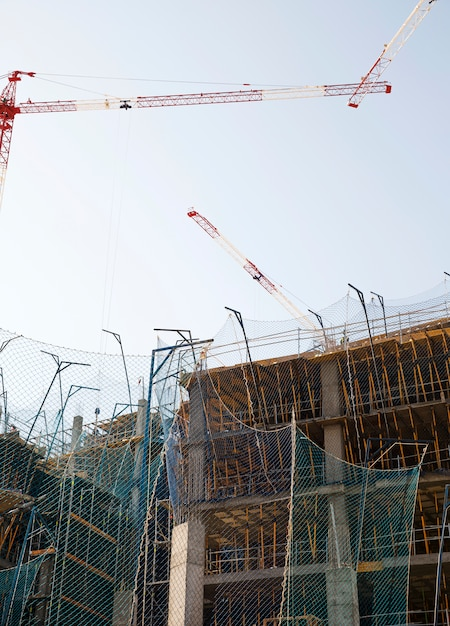 Gros plan, bâtiment, sous, construction, contre, ciel bleu Photo gratuit